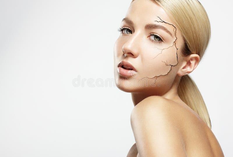 Begrepp av en torr hud arkivfoton