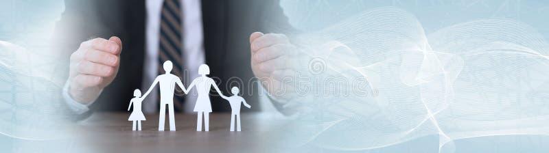 Begrepp av familjförsäkring panorama- baner royaltyfria foton