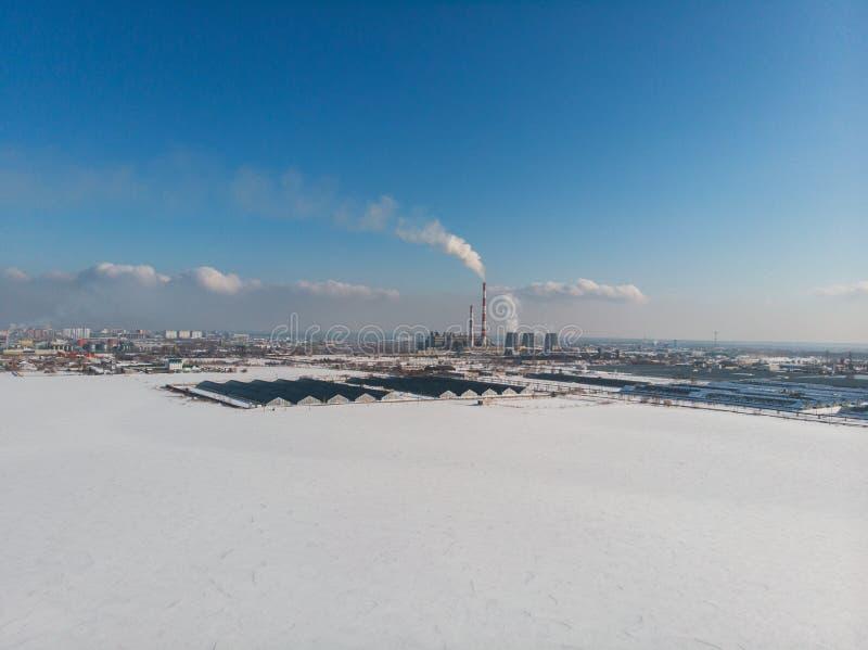 Begrepp av farlig ekologi i stad fotografering för bildbyråer