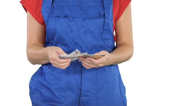 Begrepp av framställning av pengar i konstruktionsbyggnadshandeln, en kvinna som räknar pengar på vit bakgrund arkivfoto