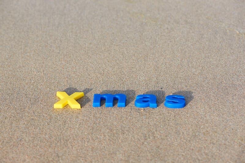 Begrepp av glad jul på stranden arkivbild