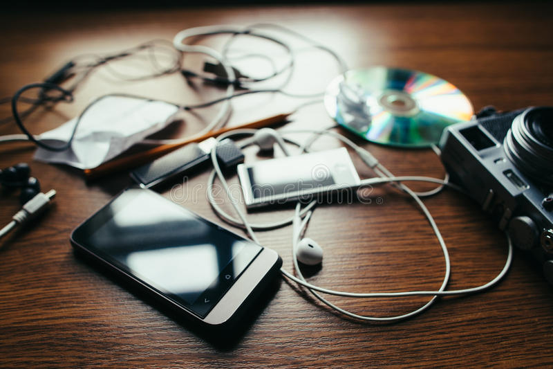 Begrepp av kaos i det hem- skrivbordet arkivfoto