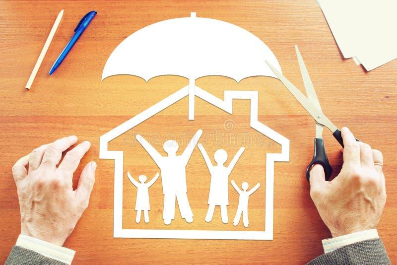 Begrepp av liv- och egenskapsförsäkring arkivfoto