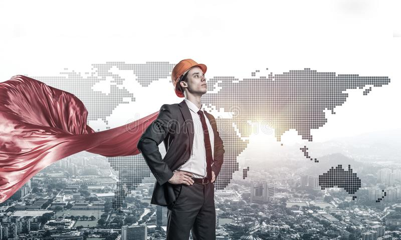 Begrepp av makt och framg?ng med arkitektsuperheroen i storstaden royaltyfria bilder
