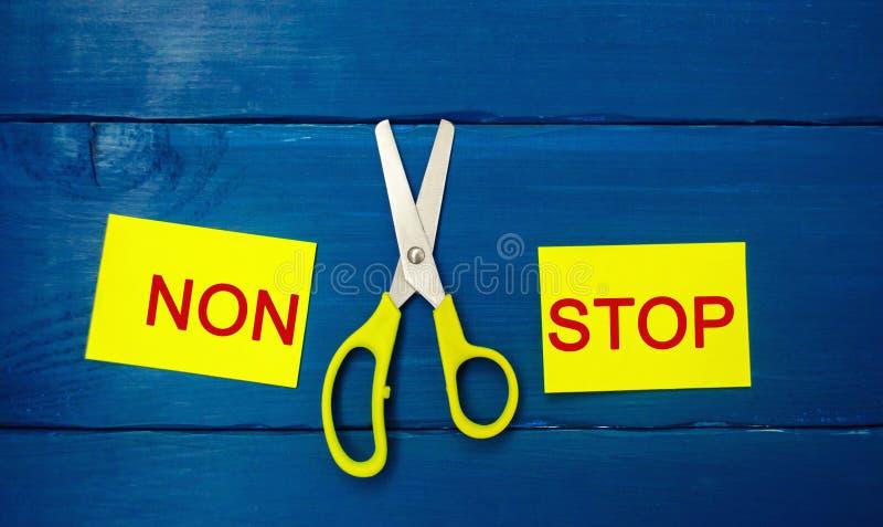 Begrepp av motivationen `en och saxen för stopp för inskrift` non dem emellan målprestation, potentiell lösning arkivfoto