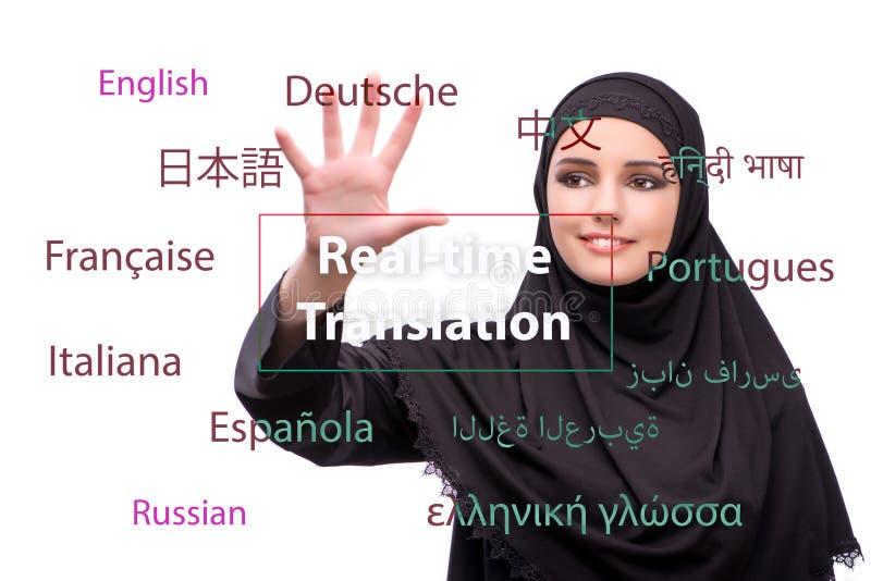 Begrepp av online-översättningen från utländskt språk arkivfoton
