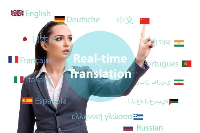 Begrepp av online-översättningen från utländskt språk arkivbild
