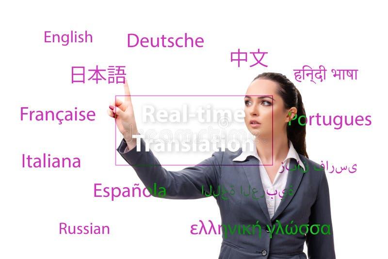 Begrepp av online-översättningen från utländskt språk fotografering för bildbyråer