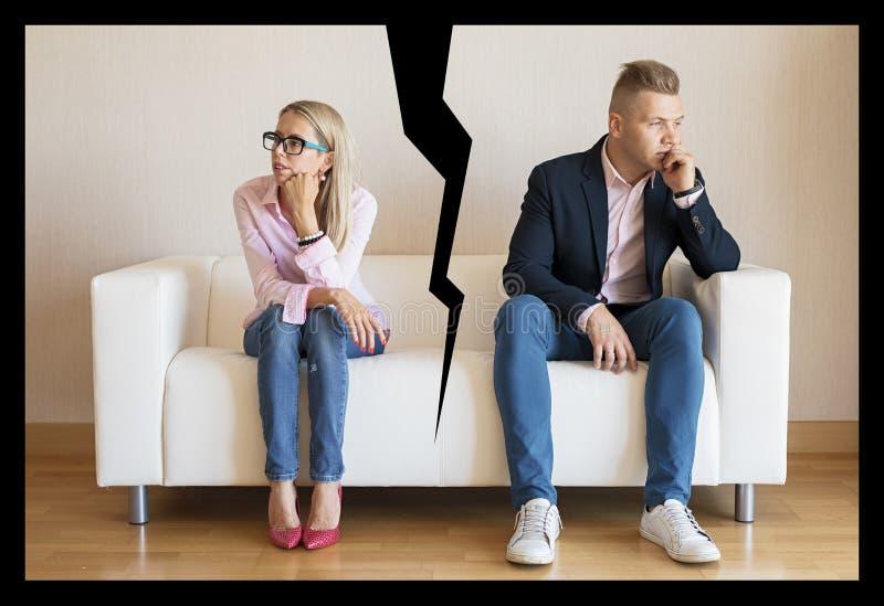 Begrepp av par som bryter upp royaltyfria bilder