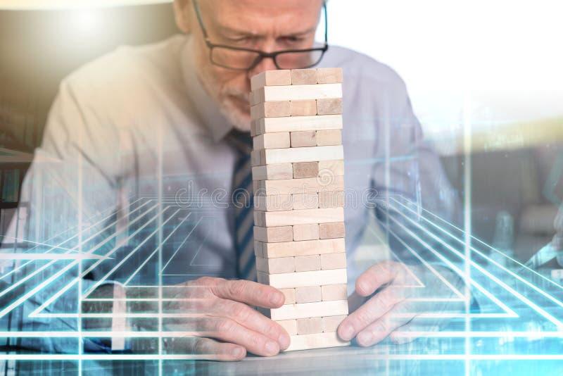Begrepp av prestationen med dominobrickatornet; åtskillig exponering royaltyfria foton