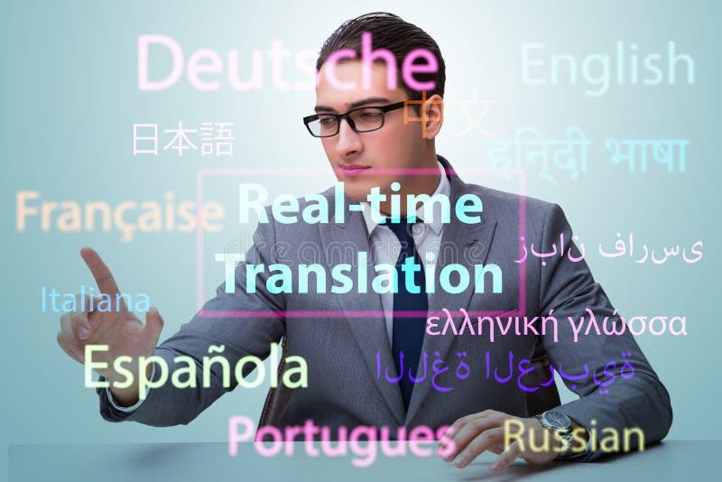 Begrepp av realtidsöversättningen från utländskt språk royaltyfria bilder