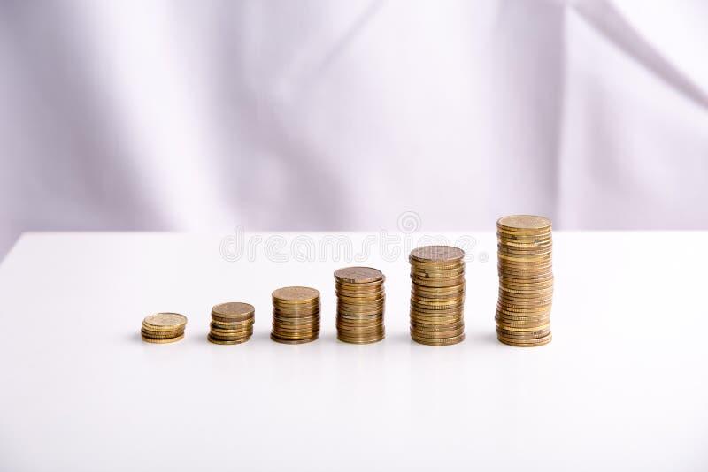 begrepp av sparade pengar på en vit bakgrund royaltyfria bilder