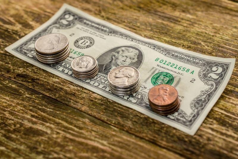 Begrepp av sparande pengar i en kris och hemfinanser, Finans royaltyfri bild