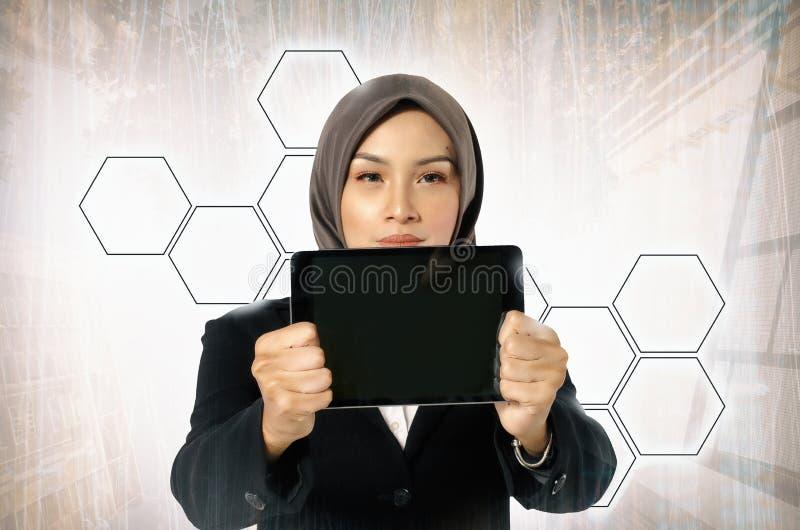 Begrepp av teknologi och kommunikationen Stående av den asiatiska businen royaltyfria foton