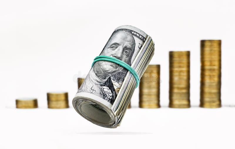 Begrepp: bank affär, finans Affärsdiagram av en finansiell prognos med mynt börsbakgrund med royaltyfria foton