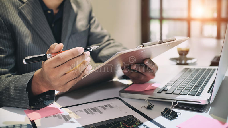 Begrepp, bokhållare eller finansiellt för revision arkivbilder