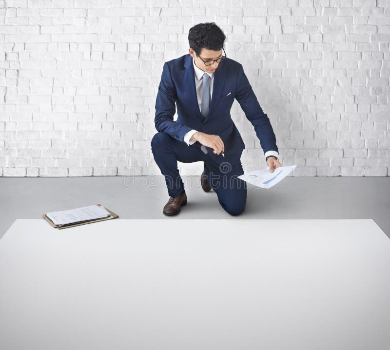 Begrepp för affärsmanDraft Business Plan orientering arkivfoto