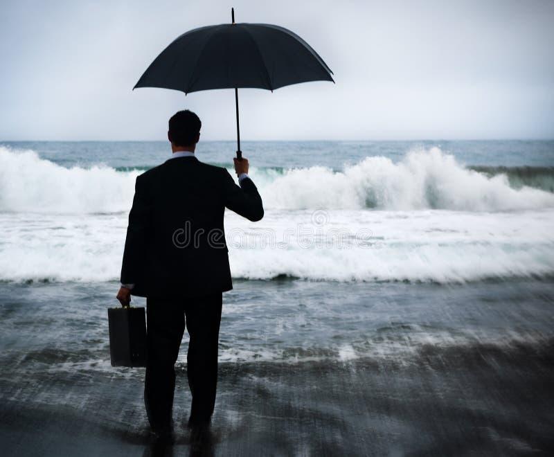Begrepp för affärsmanFacing Storm Encounter kris fotografering för bildbyråer