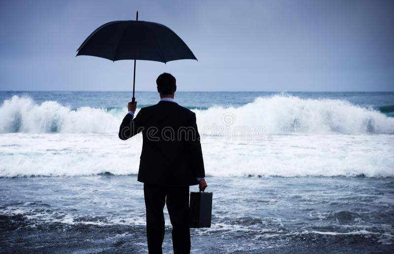 Begrepp för affärsmanFacing Storm Encounter kris arkivbilder