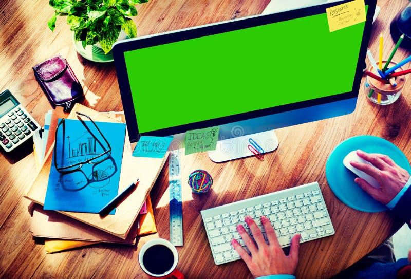 Begrepp för affärsmanWorking Responsive Web design royaltyfri fotografi