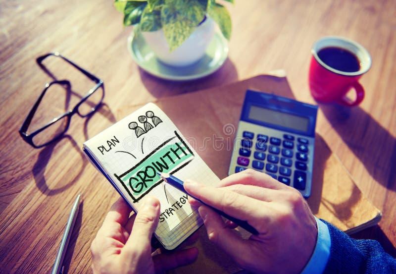 Begrepp för affärsmanWriting Growth Plan strategi royaltyfri foto