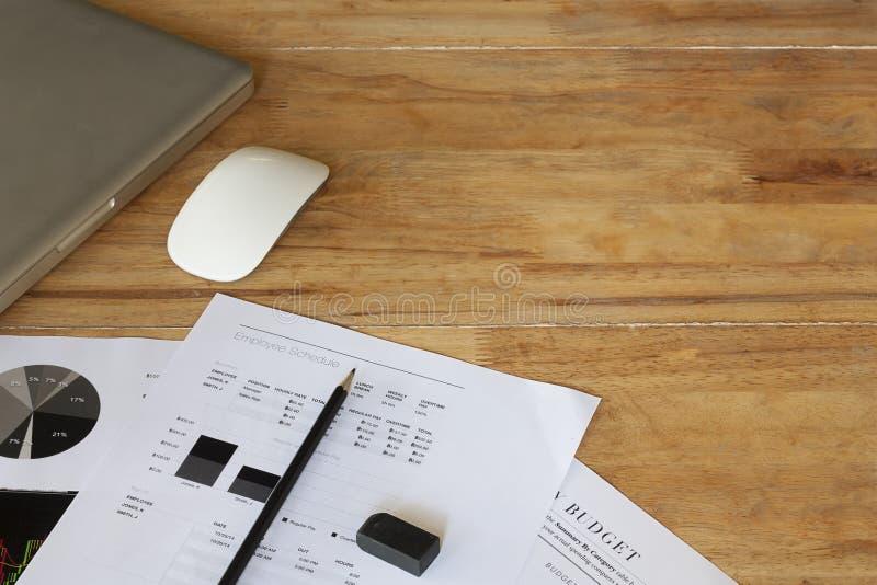 Begrepp för analys för kontorsskrivbord arkivfoton