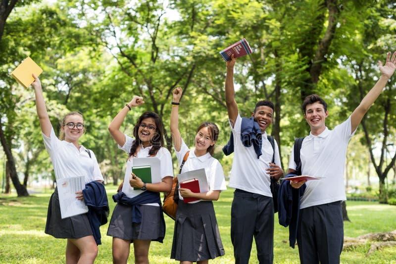 Begrepp för bok för studentStudy Uniform Book högskola tonårigt royaltyfri bild