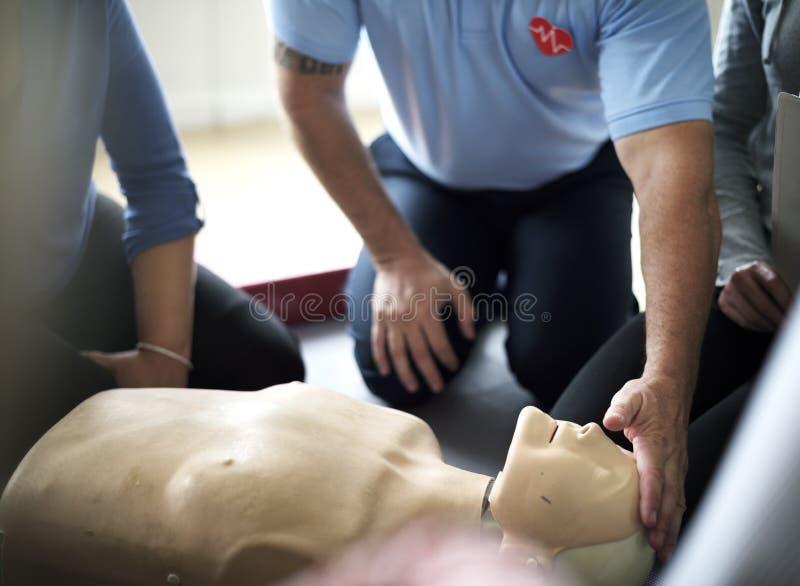 Begrepp för CPR-första hjälpenutbildning royaltyfria bilder