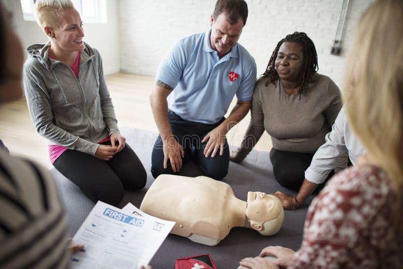 Begrepp för CPR-första hjälpenutbildning arkivfoto