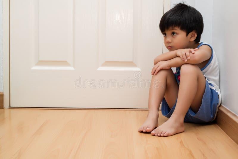 Begrepp för familjvåld arkivfoto