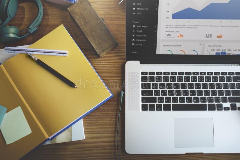 Begrepp för finans för information om Digital marknadsföringsdata royaltyfri foto