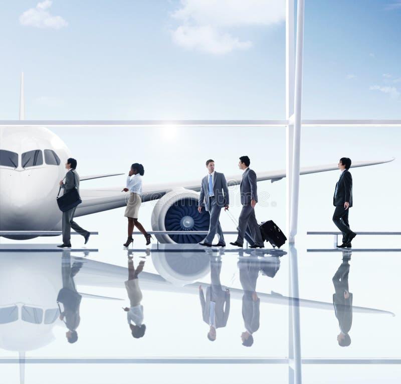 Begrepp för flygplats för lopp för affärsfolk arkivbild