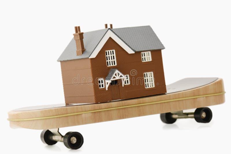 Begrepp för flyttande hus arkivfoton