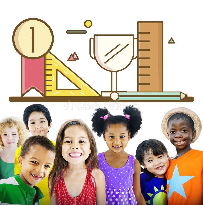 Begrepp för framgång för tillväxt för kunskap för barns utvecklingutbildning arkivfoto