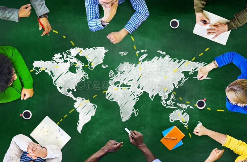 Begrepp för globala kommunikationer för folksvart tavla royaltyfria foton