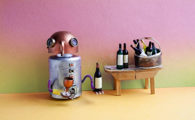 Begrepp för händelse för parti för vinstång Roligt robotalkoholdryckvin Den idérika leksaken för cyborgen för designkopparhuvudet royaltyfria foton