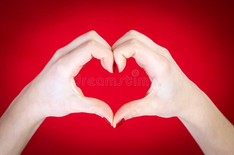 Begrepp för handhjärtaform royaltyfri bild