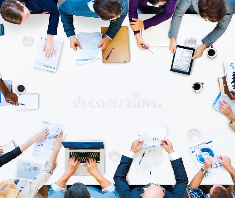 Begrepp för idékläckning för diskussion för affärsteamworkmöte arkivfoto