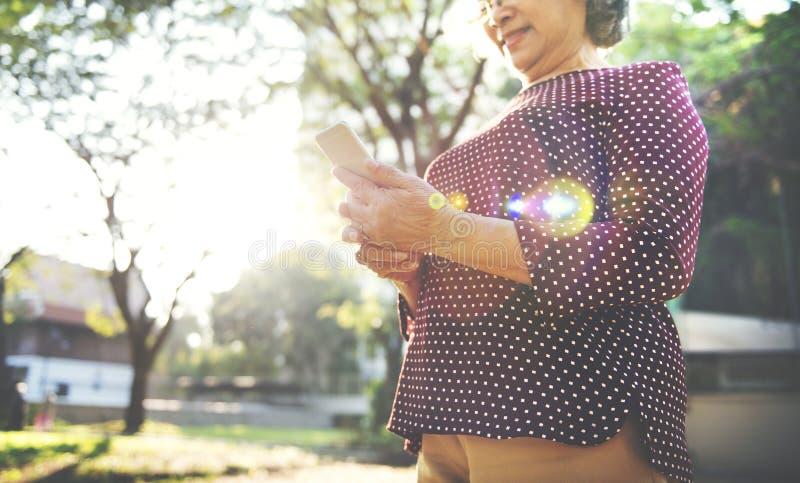 Begrepp för internetuppkoppling för Digital apparatteknologi royaltyfri foto