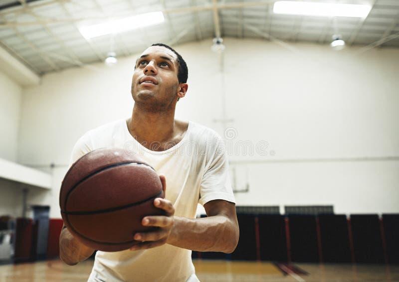 Begrepp för jakt för basketsportfritidsaktivitet fritids- arkivbild