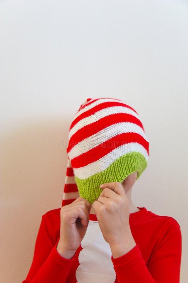 Begrepp för jul och för nytt år med barnhänder royaltyfri bild