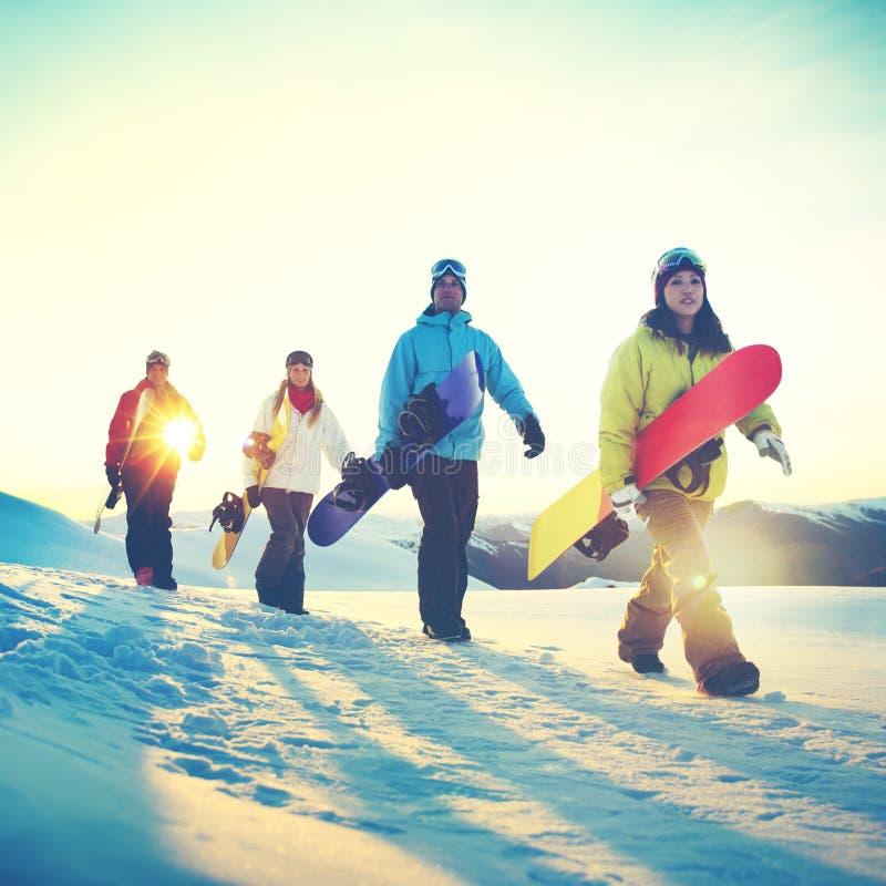 Begrepp för kamratskap för sport för folkSnowboardvinter royaltyfri bild