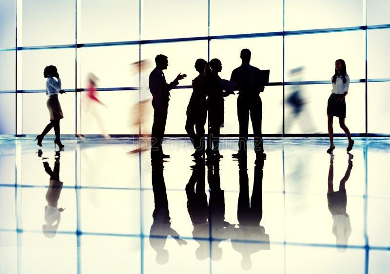 Begrepp för kollegor för kommunikation för växelverkan för affärsfolk royaltyfri foto