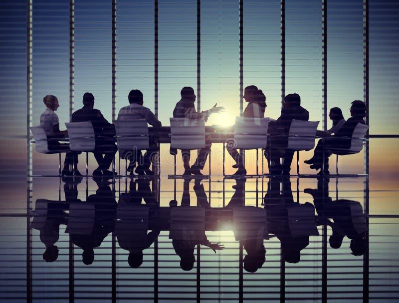 Begrepp för kontor för möte för företags kommunikation för affärsfolk royaltyfria foton