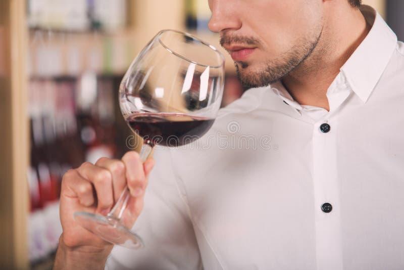 Begrepp för lager för drink för alkohol för Somellier vinaffär arkivfoton