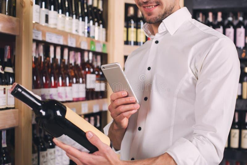 Begrepp för lager för drink för alkohol för Somellier vinaffär fotografering för bildbyråer