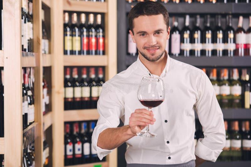 Begrepp för lager för drink för alkohol för Somellier vinaffär royaltyfri fotografi
