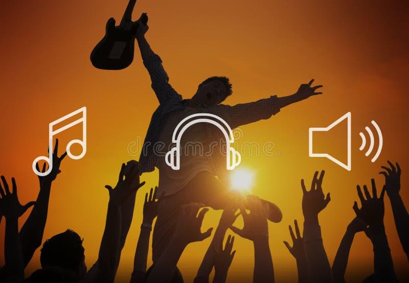 Begrepp för lek för massmediasångmusik musikaliskt lyssnande arkivbilder