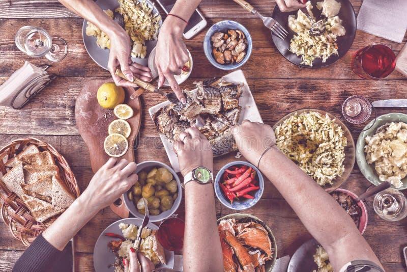 Begrepp för mat för inställning för matställe för tacksägelseberöm traditionellt Bästa veiw tonat royaltyfri fotografi