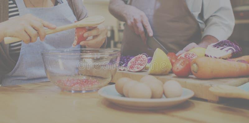 Begrepp för matställe för förberedelse för familjmatlagningkök arkivfoto